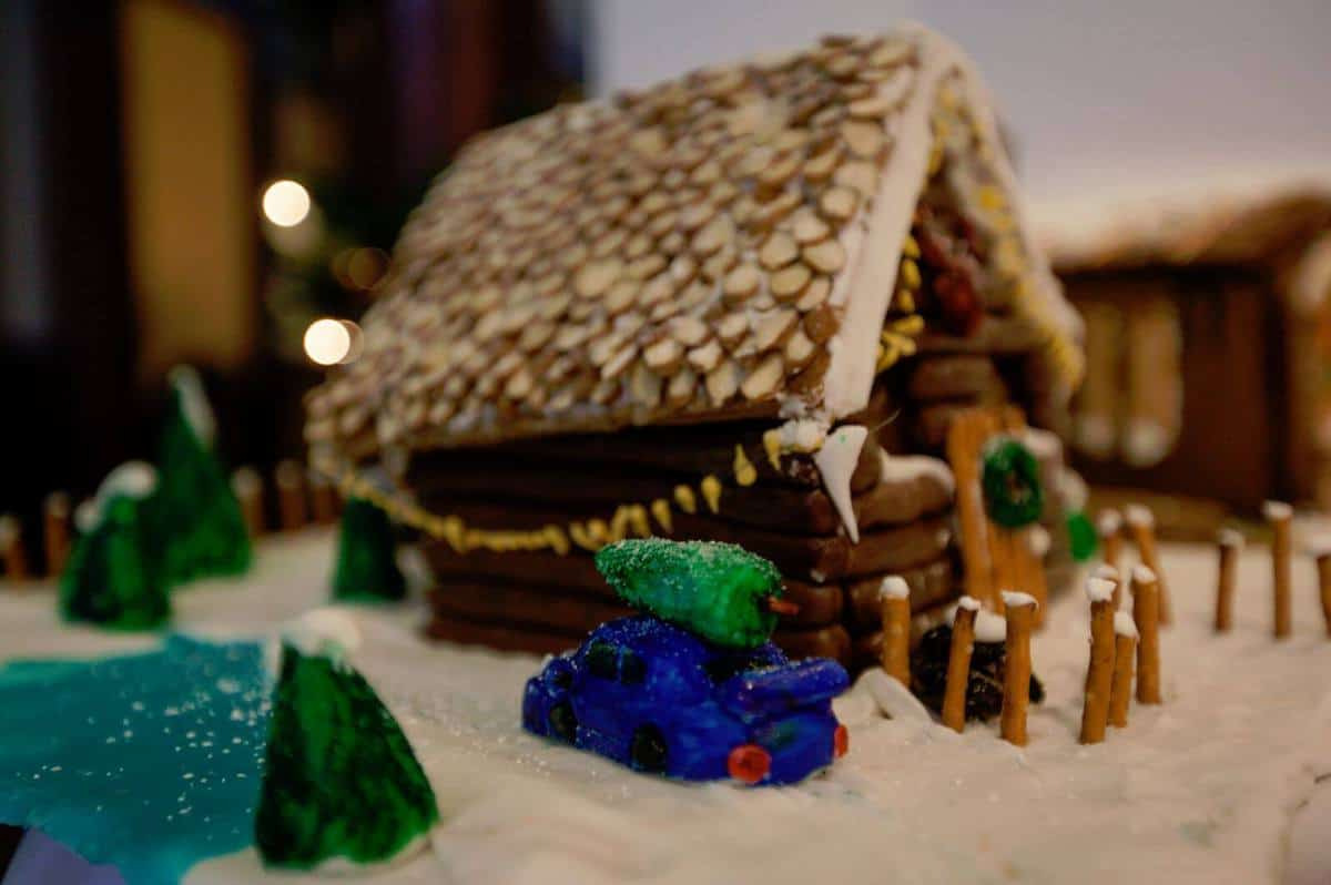 Gingerbread house log cabin